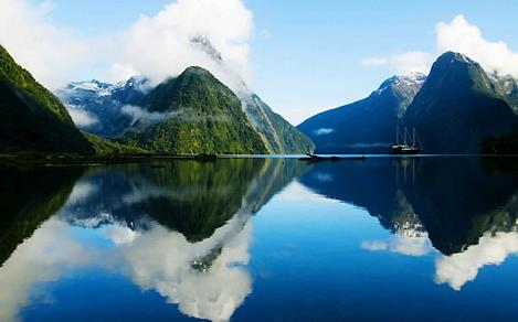 Milford Sound Fjord in New Zealand