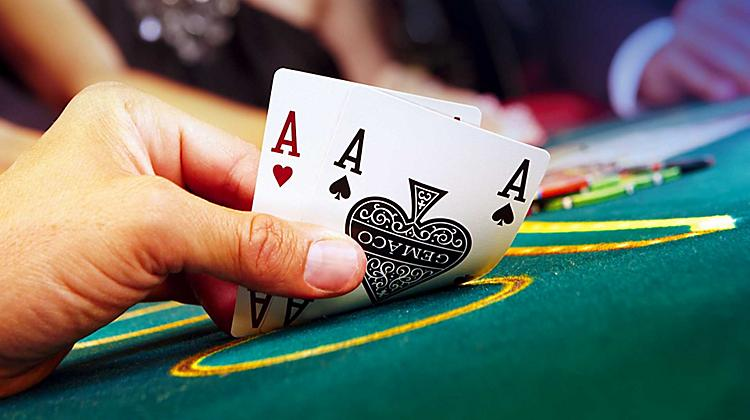 Ultimate Texas Hold'em Tournaments | Cruise Ship Activities | Royal Caribbean