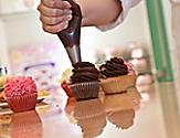 Decorating cupcakes at the Cupcake Class