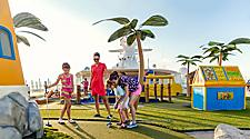 golf, mini-golf, caucasian, european family, onboard activities, sea, fleetwide