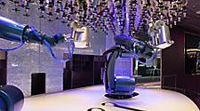 QN, Quantum of the Seas, Bionic Bar, technology, entertainment, beverage, drinks, robot, robotic bartender