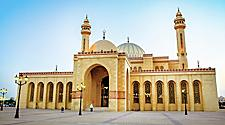 Front view of the Al Fateh Grand Mosque in Bahrain