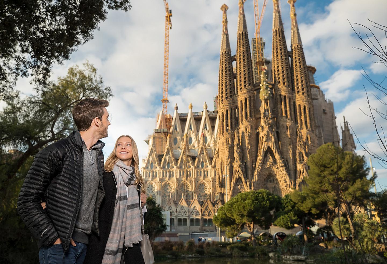 Spain Barcelona La Sagrada Couple