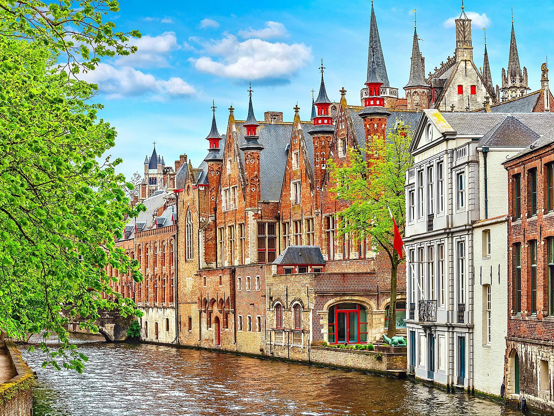 Bruges, Belgium Old Brick Homes On Canal