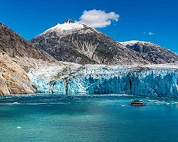 endicott arm dawes glacier icy snow cliffs icebergs