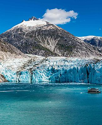 endicott arm dawes glacier icy snow cliffs icebergs