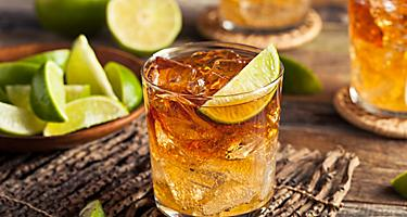 Jamaican iced rum cocktail with lime
