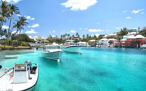 Yacht boats on blue sea water in tropical lagoon in Hamilton, Bermuda