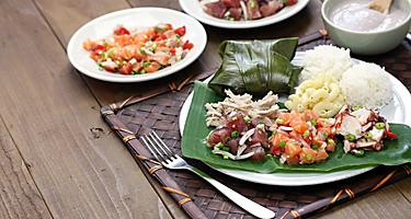 A plate of traditional Poke with white rice in Hawaii