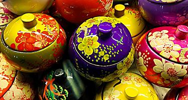 Souvenir lacquer bowls with cover in Vietnam