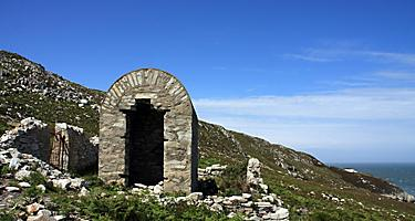 A stone hut at Breakwater Park in Holyhead, Wales