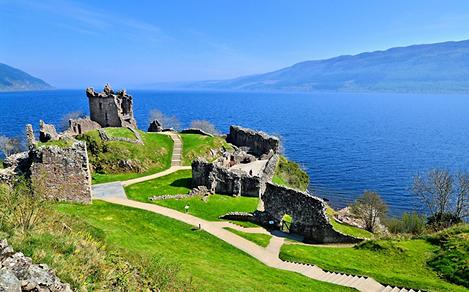 The ruins of Urquhart Castle overlooking Loch Ness