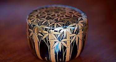 Vintage Japanese black lacquer tea caddy with auspicious gold makie bamboo forest design, used in the Japanese Tea Ceremony