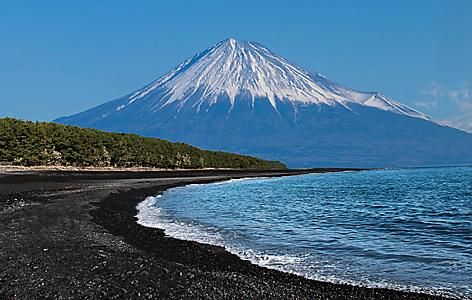 Miho no matsubara is a black beach with Fuji mountain
