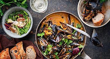 Blue mussels in bouillabaisse