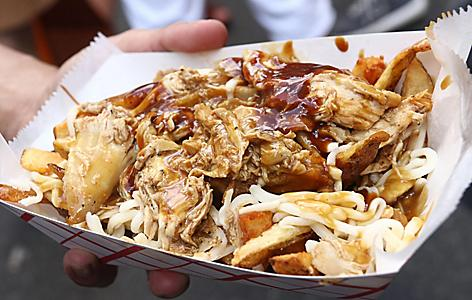A plate of poutine with chicken