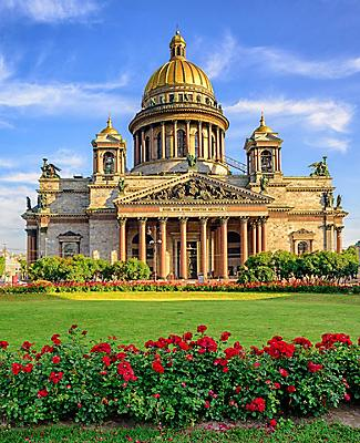 Frontal view of the Saint Isaac cathedral in St. Petersburg, Russia