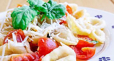 Orecchiette with tomato, fresh basil and fresh cheese