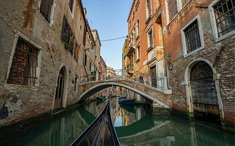 Italy Ravenna Gondola Couple Rides